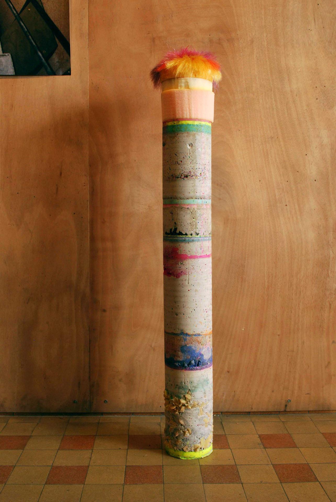 Gwendoline Perrigueux, 2014 - 110 cm x 14 cm x 14 cm - Béton, résine, mousse, paillettes, fils synthétiques.
