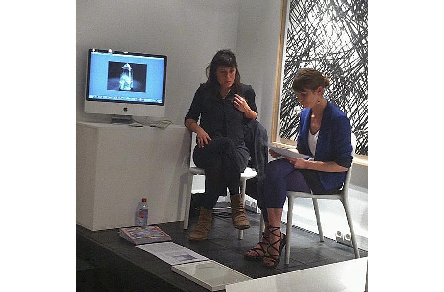 Marie Cantos (à droite) discutant avec Sandra Plantiveau - Crédit photo : PapelArt