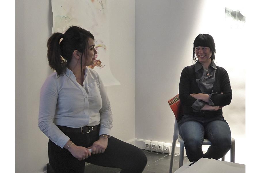 Maryline Robalo (à gauche) discutant avec Noémie Sauve - Crédit photo : PapelArt