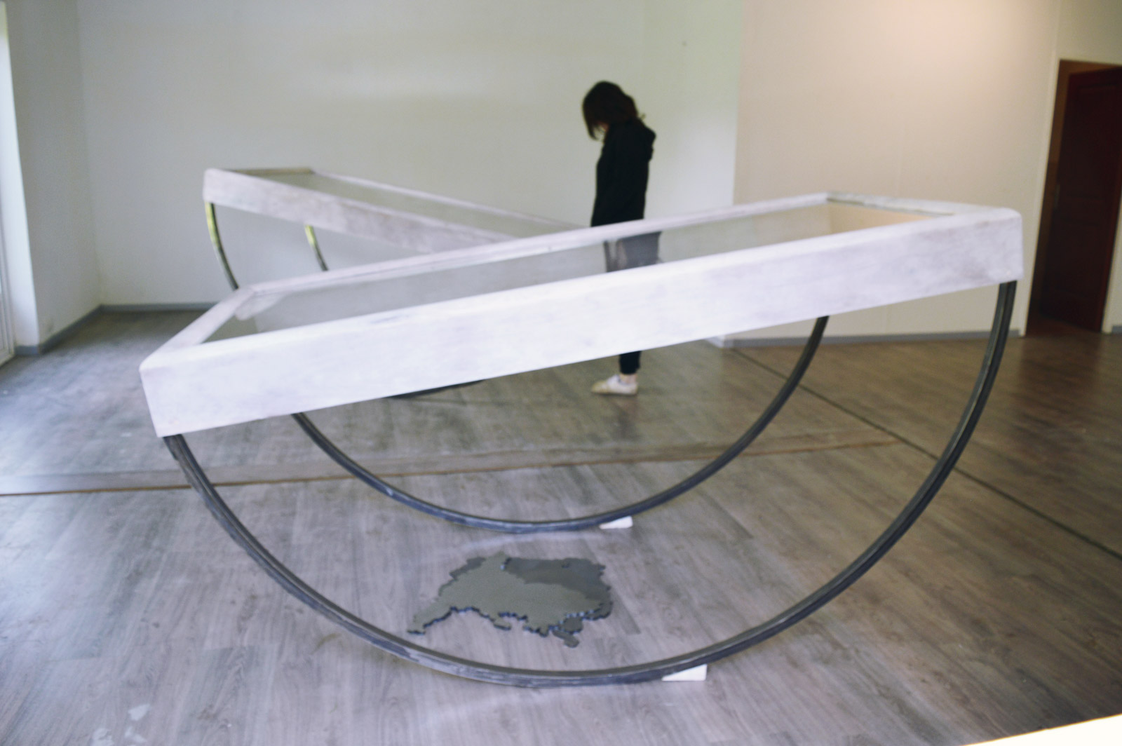 Lulù Nuti, 2015 - 100 x 200 x 150 cm - bois, métal, verre