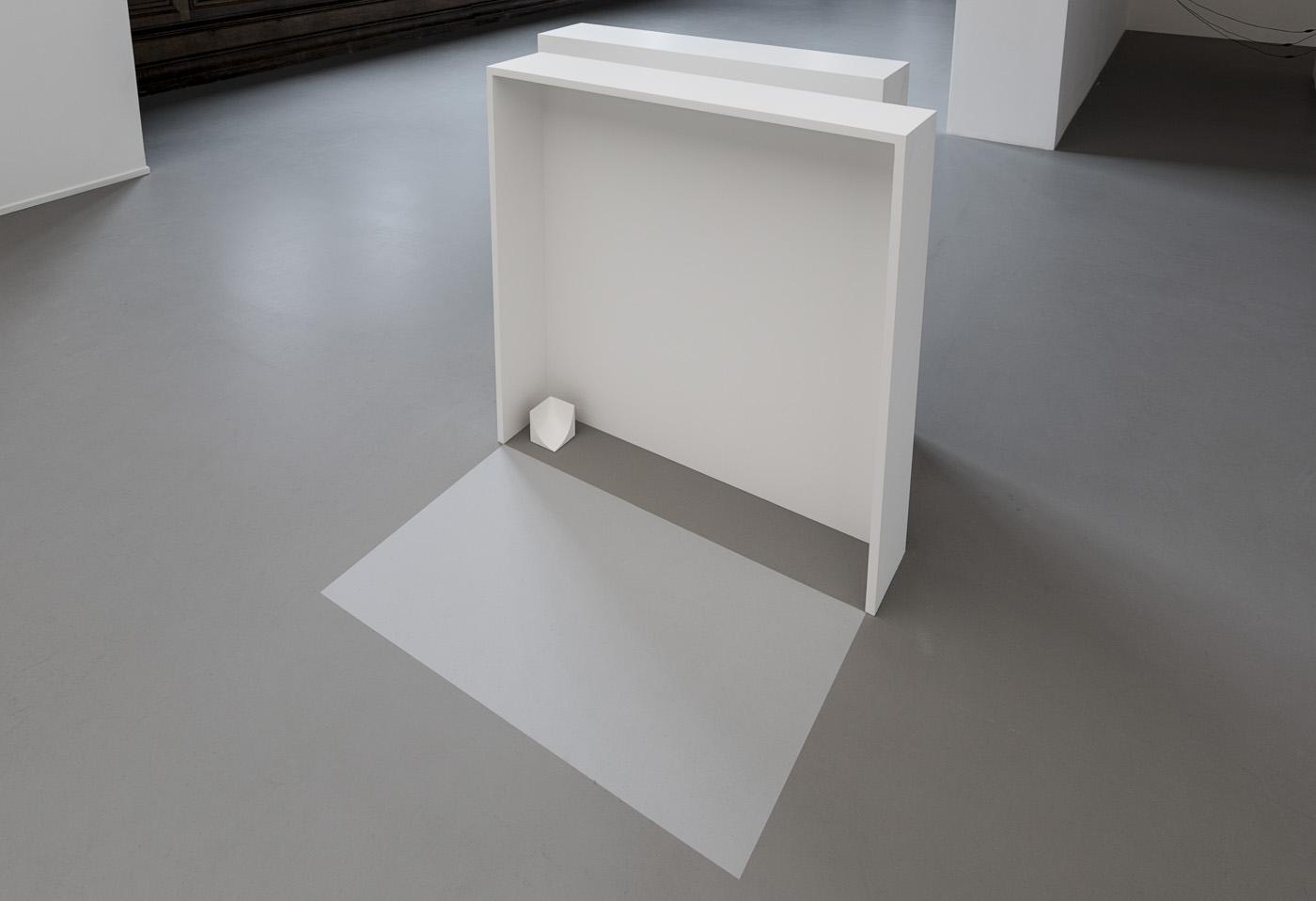 Meta / Meta Δ, 2014 - Installation, bois peint, adhésif