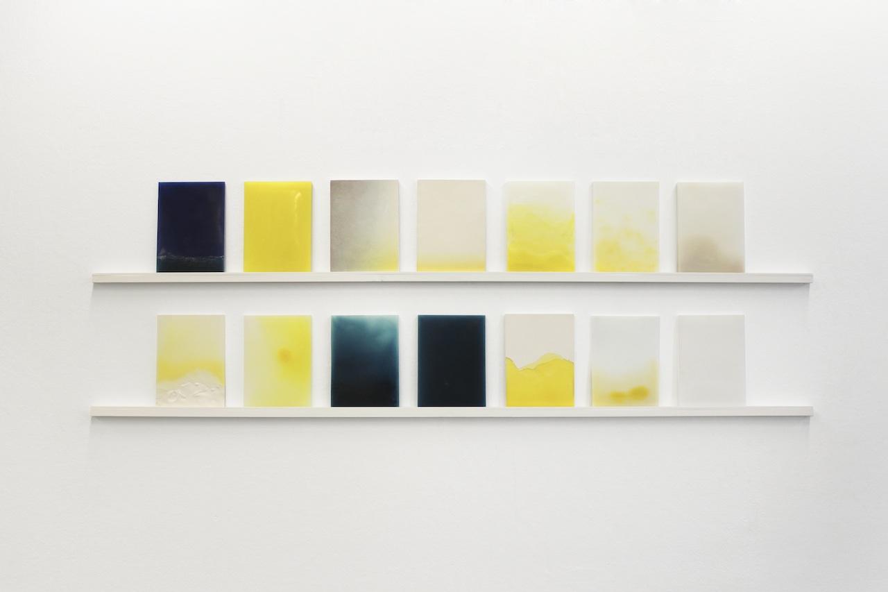 Coline Huger, 2014 - 91 bougies 14 plaques de 18x25x1cm cire, pigments, plâtre