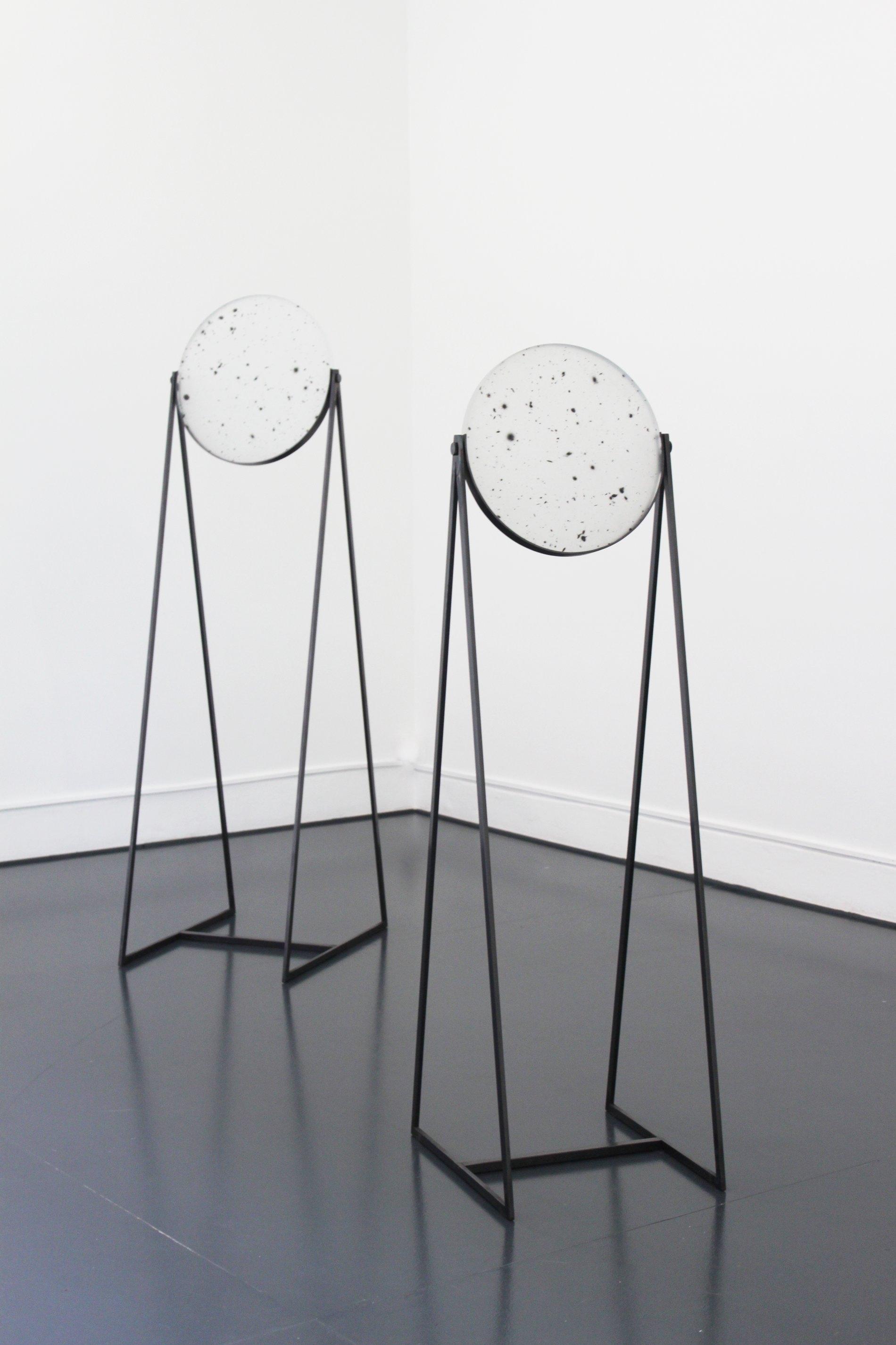 Caroline Corbasson, 2015 - Sérigraphie sur miroir de téléscope, acier